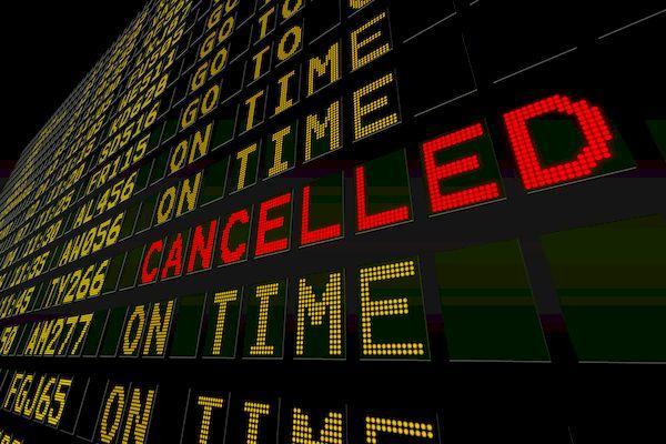 Можно ли сейчас попасть в Евросоюз? _Digitally generated black airport