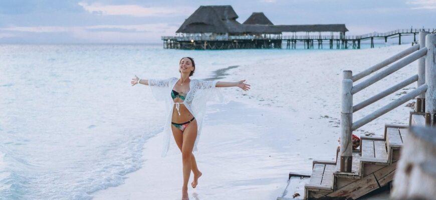 zanzibar iz moskvy 20.01 31.01 beautiful woman swim wear by ocean