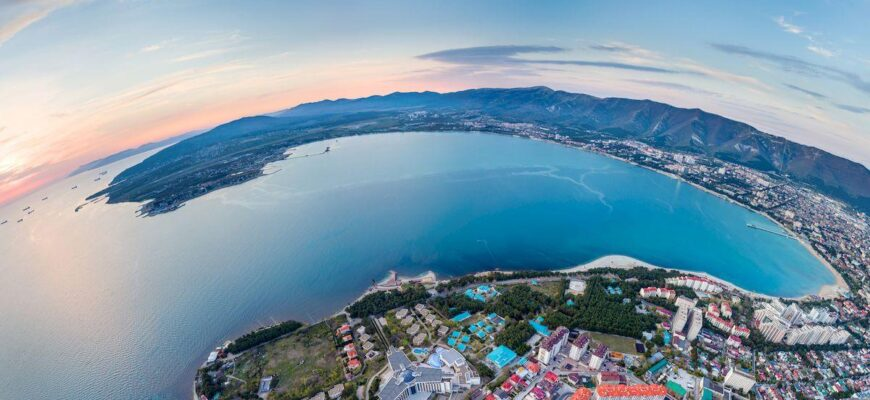 На Черное море в мае 2021 Геленджик_bird s eye view gelendzhik