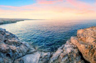 Туры на Кипр из разныз городов _Bay with turquoise water at Cape Akamas