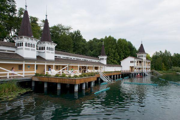 Въезд в Венгрию для россиян_thermal lake heviz